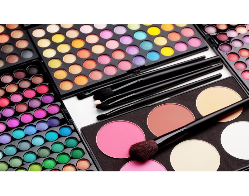 Professional eyeshadow- makeup artist
